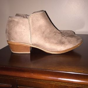 Tan ankle bootie size 7